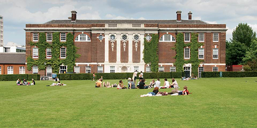 Students relaxing on the College Green_4452